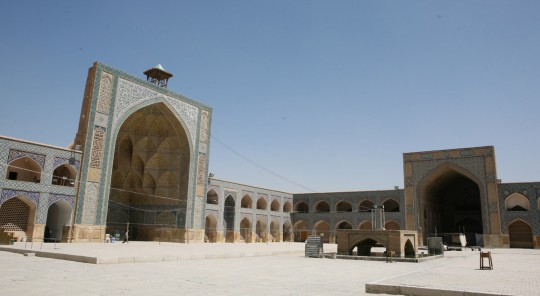 The Jameh Mosque at the center of the bazaar.