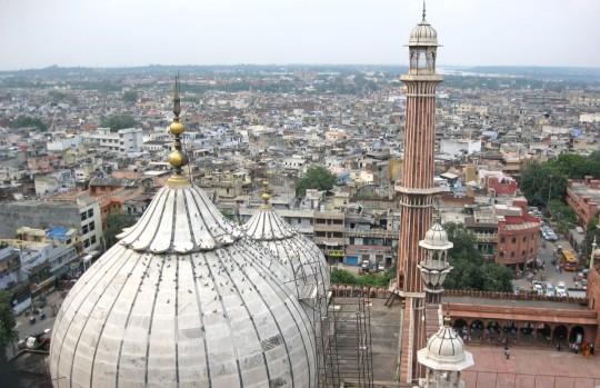 Delhi counts 12 millions inhabitants.