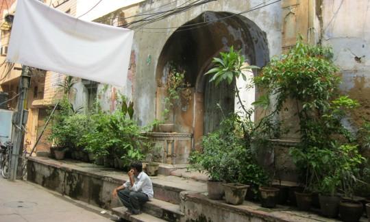Quiet alley in Delhi.