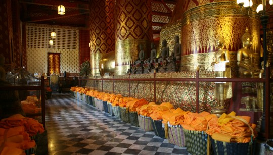 Inside the Wat Phanan Choeng.