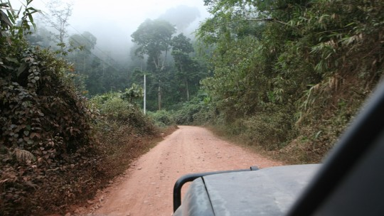 Backtracking on the dirt road and going back to Oudom Xai.